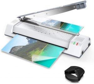 Laminiergeräte mit Schneidefunktion sind besonders praktisch, um laminierte Dokumente und Fotos direkt im richtigen Format zu schneiden.